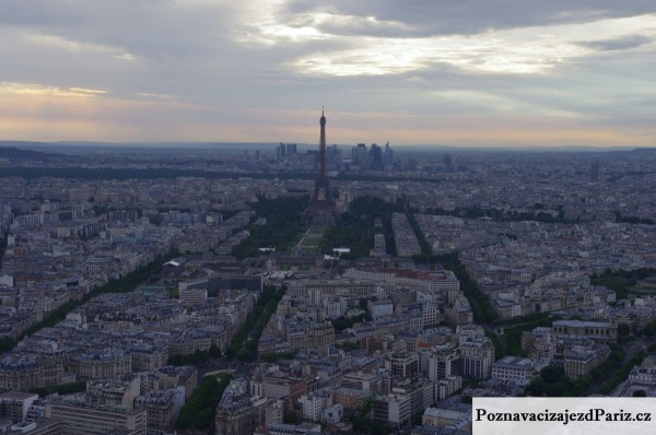 pohled na Eifflovu vez z Tour Montparnasse